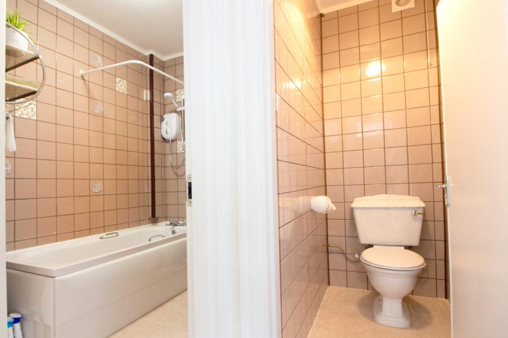 Bathroom & Toilet of Apartment 1