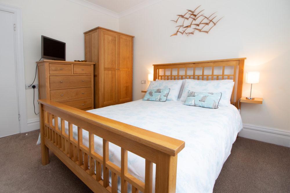 Kingsize Bedroom in Apartment 1